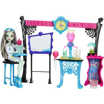 Monster High Skulltimate Science Lab with Doll