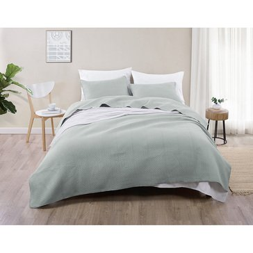 VCNY Jade and Oake Dot 3-Piece Embossed Quilt Set