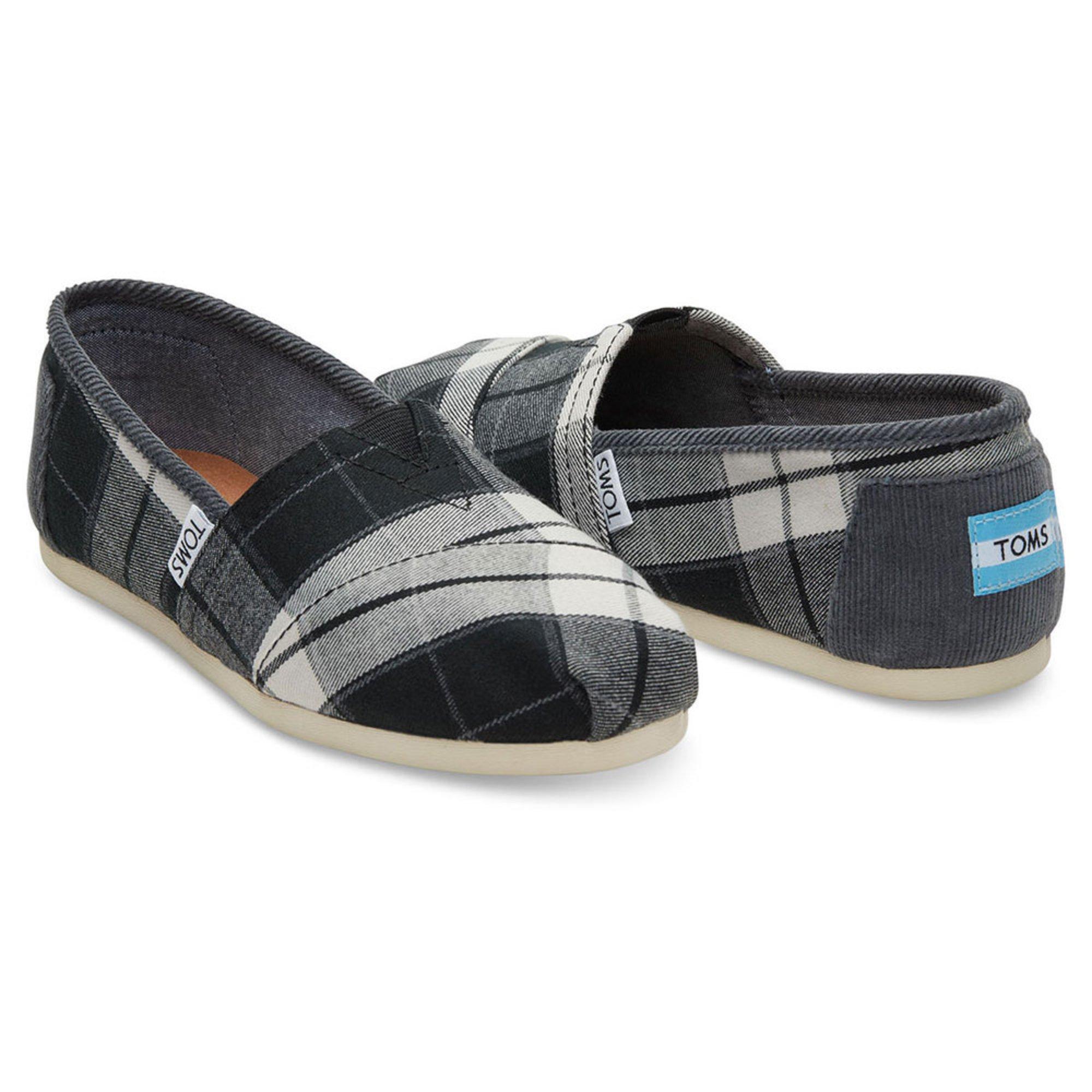 toms classic alpergata s slip on shoe black white